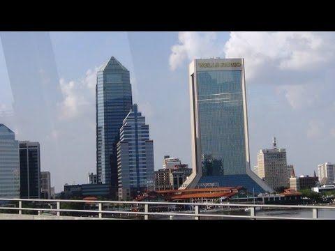 397. Америка. Sky View. Вид на город с высоты. Небоскребы, мосты, река.