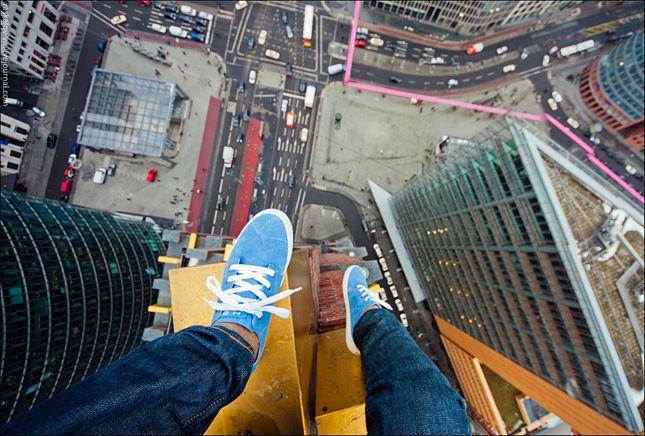 世界一の超高層ビルから落雷誘う鉄塔のアンテナまで 地球のてっぺんで遊ぶ&働く男たち http://japa.la/?p=34036 | #ジャパラマガジン - #フリークライミング #ロシア #ブルジュハリファ #BurjKhalifa