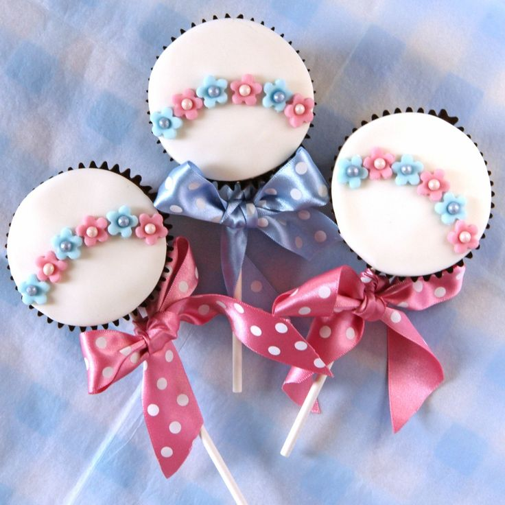 Baby Rattle Cake Decoration : Best 25+ Baby rattle cupcakes ideas on Pinterest Baby ...