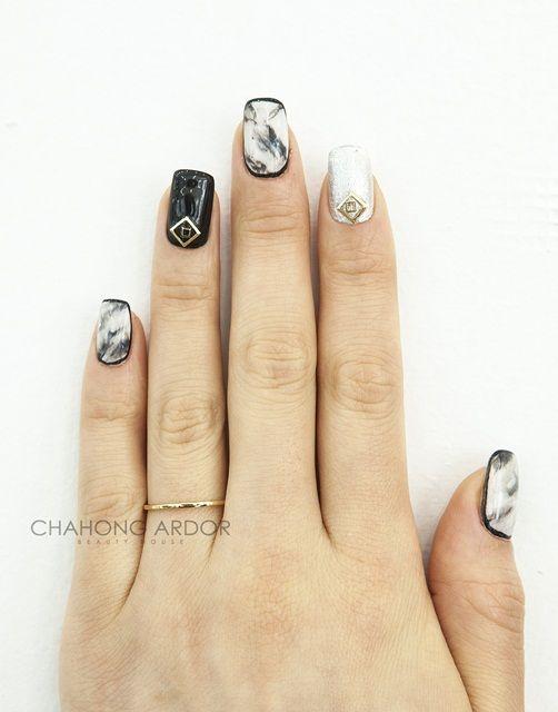 Marble in gold #nailart #nail #beauty #chahongardor