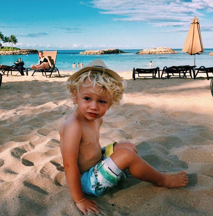 Sonnenbraune Des Kleinen Surferjungen Boho Des
