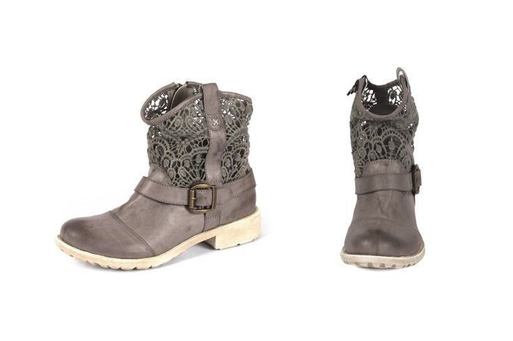 Stupendo stivale stile biker con pizzo! Fantastic biker style boot with lace details! Shop now on www.calzaveste.it
