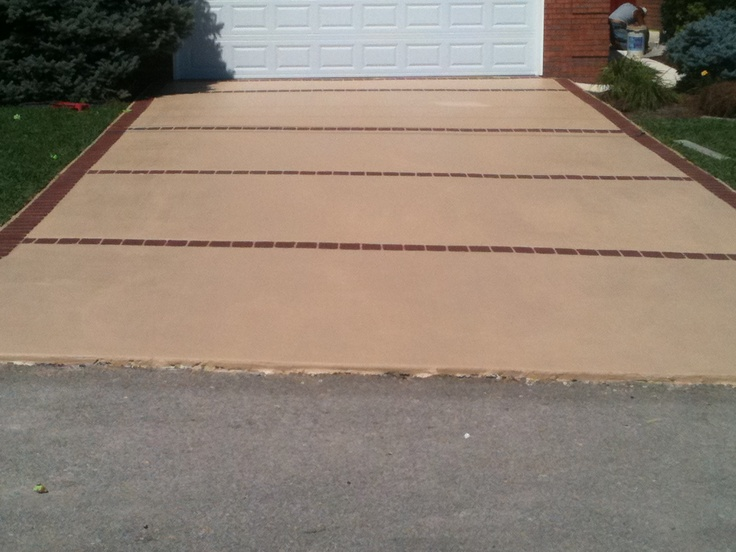 Concrete driveway resurfacing Broom Finish with stencil border & bands