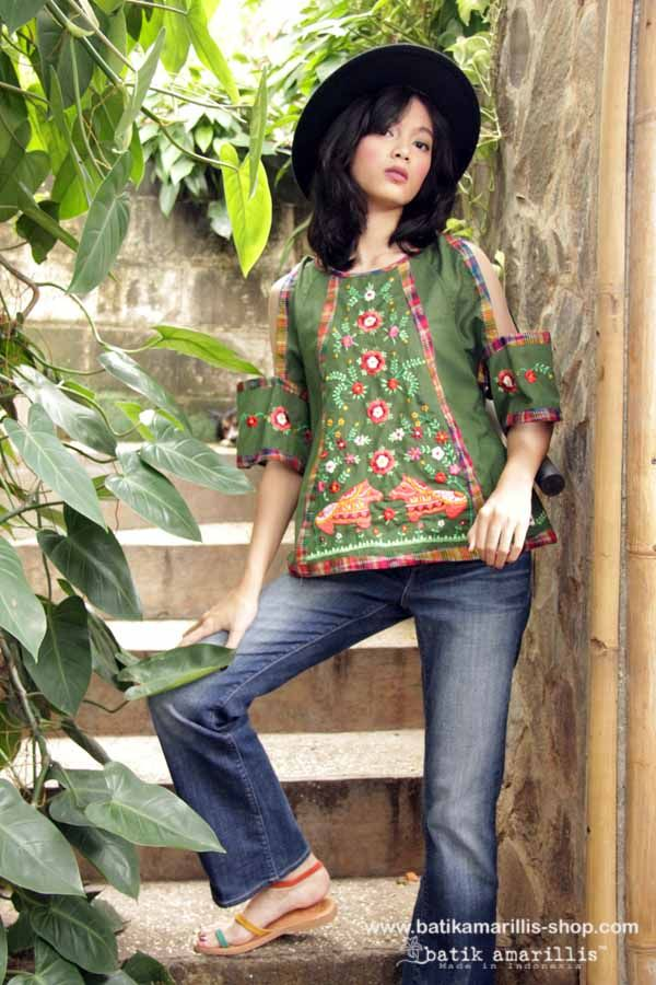 Batik Amarillis made in Indonesia www.batikamarillis-shop.com - Batik Amarillis's Breezy no 4 (wiith cute Dala horse embroidery inspired)it's gorgeous top with unique hanging cut out sleeves, pair it with your fave's jeans and you're ready for some actions!