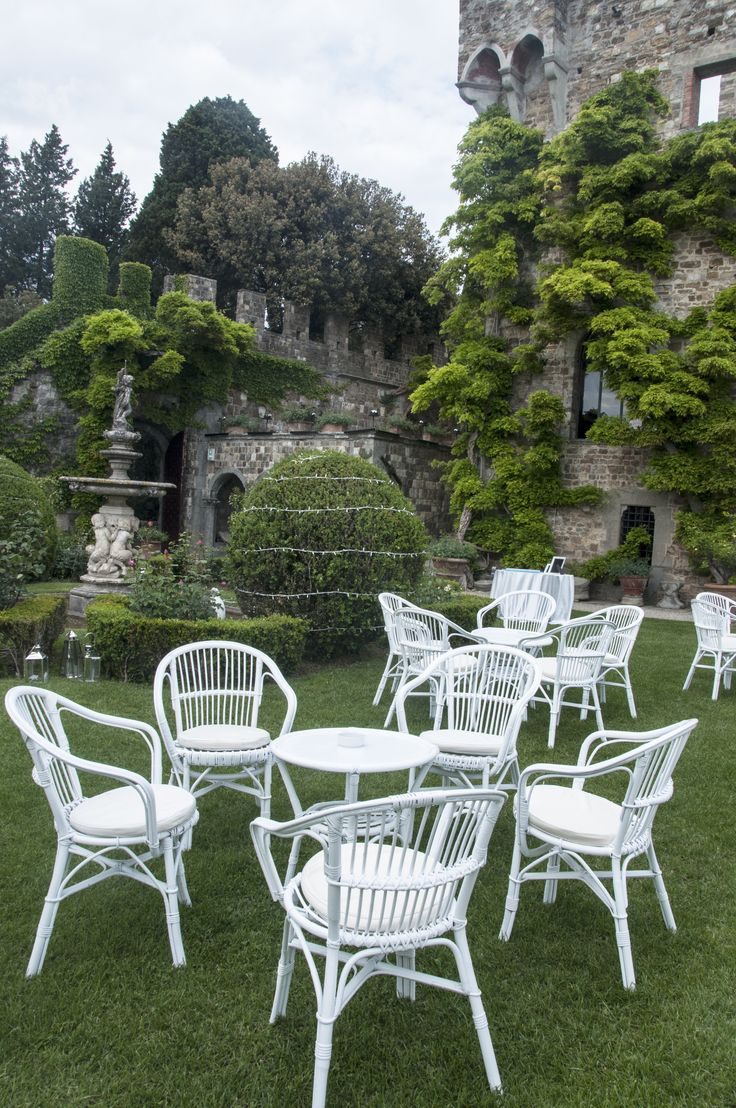 White wicker garden furniture set / Salottino in rattan Bianco da giardino #guidilenci All Rights Reserved GUIDI LENCI www.guidilenci.com