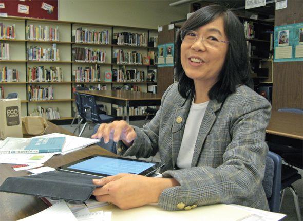 안철수 의원 빌려주세요 [2014.01.20 제995호]       [표지이야기] 전세계 70여 개 나라에서 프로그램 운영 중  한국에선 중고등학생 진로 상담용으로 가장 많이 이용돼