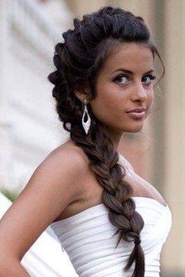 Модная причёска с французской косой для делового стиля