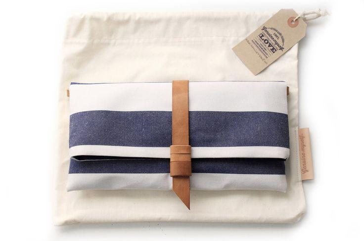Clutch / Pochette / borsa a tracolla, in tessuto e cuoio italiano conciato al vegetale, a righe blu e bianco. Ale clutch and crossbody bag di Genuinemyself su Etsy