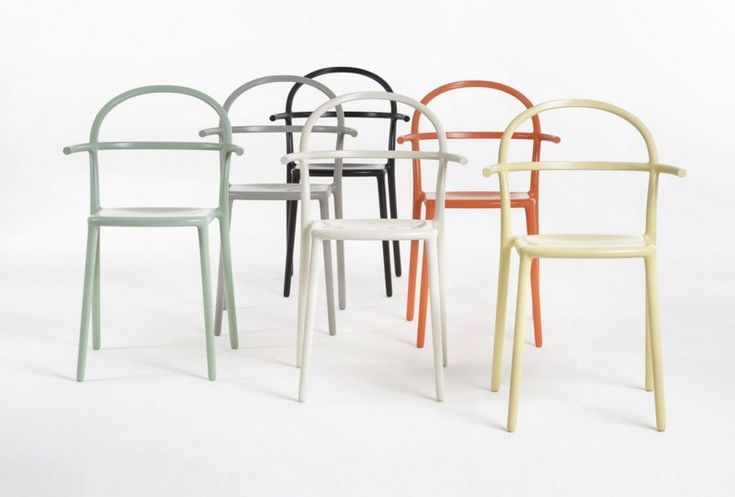 Get to know the concept of minimalism explored by Kartell and Philippe Starck ➤ To see more news about luxury lifestyle visit Coveted Edition at www.covetedition.com #Covetedmagazine #philippestarck #kartell #minimalism #starck #interiordesign #designtrends #contemporarydesign #design