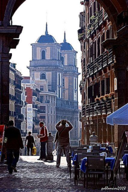 Fotografiando la Catedral de San Isidro, Madrid  Spain