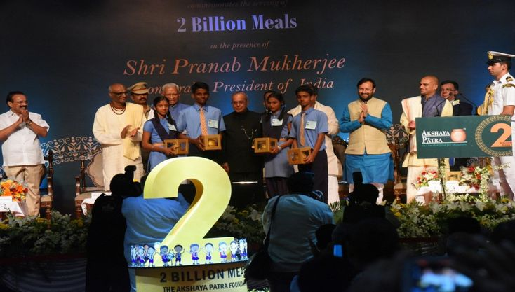 Honourable President of India, Shri Pranab Mukherjee, Commemorates #AkshayaPatra's Milestone of Serving #2BillionMeals