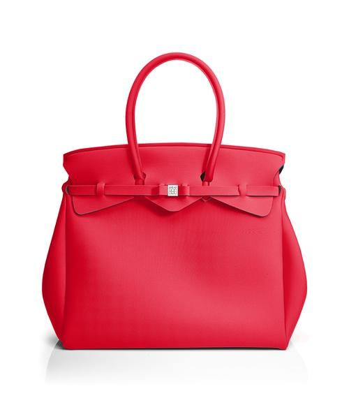 The Miss Weekender is your go-to bag for the perfect weekend away! This versatile tote transitions to a gym, beach or baby bag and is perfect for the jet-set who want to travel in style.  Size  440 x 400 x 200 mm  614g  Made in Italy  Vegan Friendly  Made from Poly-Lycra Fabric   Geranium Red  https://savemybag.com.au/collections/bags/products/miss-weekender-geranium-red