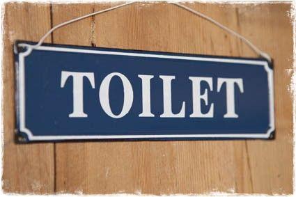 Brocante tekstbordje 'toilet' in  blauw witte uitvoering  #tekstbord #toilet #wc #badkamer @janenjuup