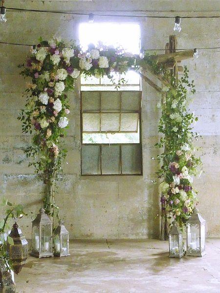「カーターズフローリスト」にて、ウェディングアーチ作りのお手伝い。A wedding arch by Carter's Florist in Conroe, Texas, USA.