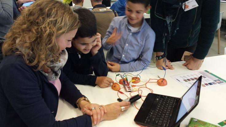 Op zondag 24 november hebben we workshops gegeven aan heel veel kinderen in de Bibliotheek in Eindhoven. De kinderen gingen enthousiast naar huis en de bibliotheek herhaalt deze workshop in de week van mediawijsheid nog een keertje.
