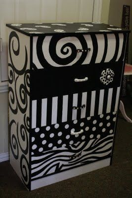 Upcycled Chest of Drawers | Painted Furniture | #UpcycledFurniture | #PaintedFurniture | Black and White Furniture | #BlackandWhiteFurniture