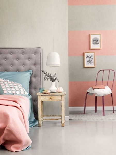 Skön färgmix i sovrummet. Tapeter från Midbecs kollektion 50 Shades.