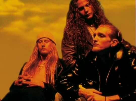 """Jerry Cantrell, Mike Starr and Layne Staley, """"Dirt"""" photo shooting"""