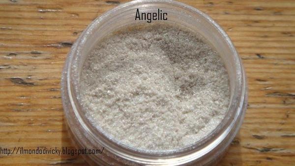 Angelic (6519) http://eyeslipsface.nl/product-beauty/oogschaduw