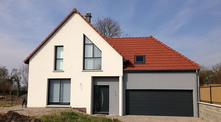 Construction de maison neuve avec garage attenant en Alsace.