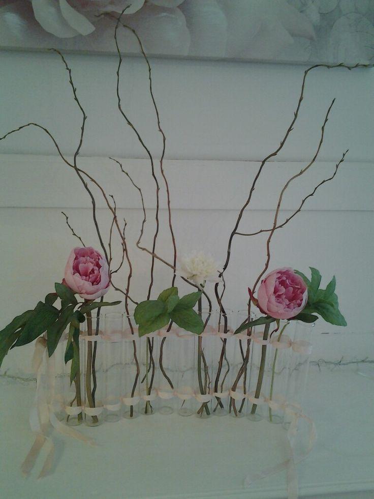 """Sur une idée du vase tse tse, réalisé  avec quelques éprouvettes et du ruban. Home made """"Les rêves d'Eugénie """""""