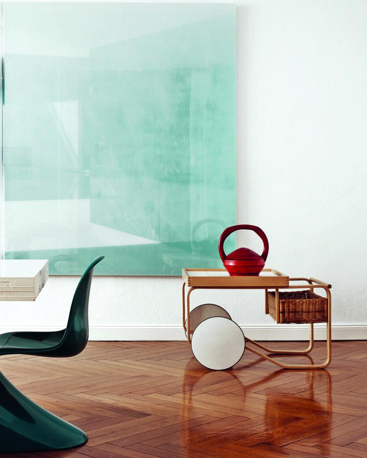 Stunning home interior featuring Artek's Tea trolley 900 (Alvar Aalto 1937), Panton-Chair (Verner Panton 1957-67) and a dining table by Piet Hein Eek.
