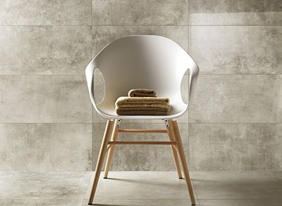 Officine has a technological soul in porcelain stoneware, and the natural finish is rich in tactile sensations with superior performance for residential and medium commercial traffic.