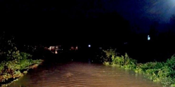 Κατακλυσμός! Εγκλωβισμένοι οδηγοί και τρένα κοντά στη Λαμία – Κόπηκαν δρόμοι και έπεσε γέφυρα στην Καλαμπάκα (ΦΩΤΟ+ΒΙΝΤΕΟ)