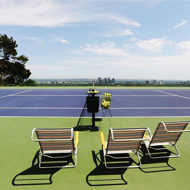 Cool Courts: One of the most exclusive places to play tennis in the country, the Infinity tennis court at the home of James Goldstein often has top players and Hollywood elite hitting balls, but always has majestic panoramic views of Los Angeles. Send a 🎾 if you'd love to play here! (📸: James Goldstein)  #usta #playforlife #coolcourts #tenniscourt #infinitycourt #tennis #instatennis #instasports #instatravel