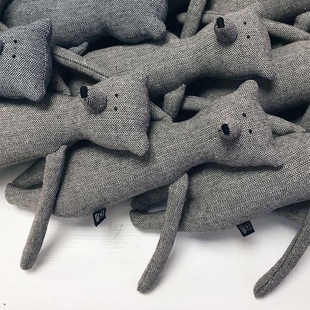 At friends' studio today @philomena_kloss Have yourself a merry little bear / . #philomenakloss #bear #teddybear