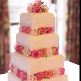 Vanilla bean with salted caramel swirl wedding cake paired with Marsala Superiore Reserva.