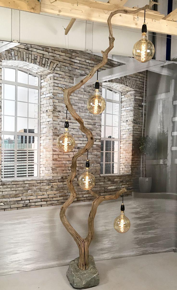 Stehlampen aus altem Holz aus verwitterter Eiche. natürliche Qualität und