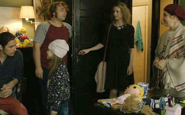 """Lejer, de weekend. Cu glumițe la zi, situații la zi, m-am distrat la """"Minte-mă frumos în Centrul Vechi"""". Să ne distrăm cu toții vizionându-l – asta a fost și intenția echipei, de la regizor și scenarist, până la actori. Sunt două lucruri pe care filmulle are în comun cu partea I, cuplul Toni (Marius Damian) …"""