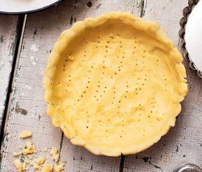 Ett bra basrecept på deg till matpajer. Riktigt kallt smör och iskallt vatten gör pajskalet extra frasigt. Tumma ut pajdegen tunt och låt vila minst en halvtimme innan den gräddas.