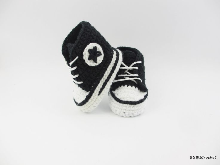 Crochet baby black and white booties,baby shoes, baby sneakers, black baby booties, Converse style, baby converse, shower gift, newborn baby by BUBUCrochet on Etsy