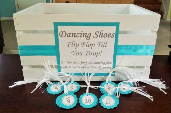 Wedding flip flop basket and matching size tags. This is a great way to display and label the dancing shoes at your wedding! Available in two different sizes and totally customizable.