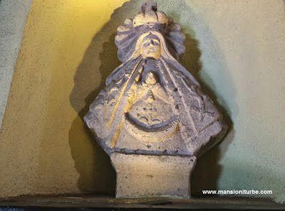 Virgen de la Salud de Pátzcuaro, realizada en Cantera, ubicada Hotel Mansión Iturbe en Pátzcuaro