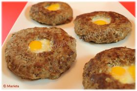 "Yes, I Du-kan!: Hamburguesas rellenas de huevo ""frito"""