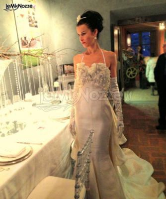 http://www.lemienozze.it/gallerie/foto-abiti-da-sposa/img39891.html Abito da sposa a sirena con strass e perle sul corpetto