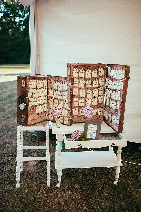 Vintage escort cards displayed in a vintage suitcase on string #vintagewedding #weddings  | Image by Maison Pestea, read more http://www.frenchweddingstyle.com/vintage-diy-wedding-basque-country/