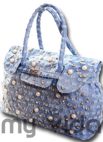 BorsaBorsetta donna #jeans con #strass, borchie e perline. Comoda e ampia borsetta donna con tasche interne (una con zip e due più piccine senza). Chiusura esterna con clip e chiusura interna con cerniera. #fashion #style #stylish #love