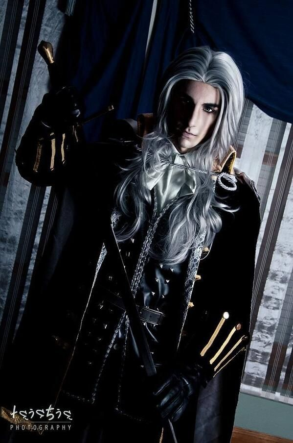 Superb Alucard cosplay. Photo by Taichia Photography.