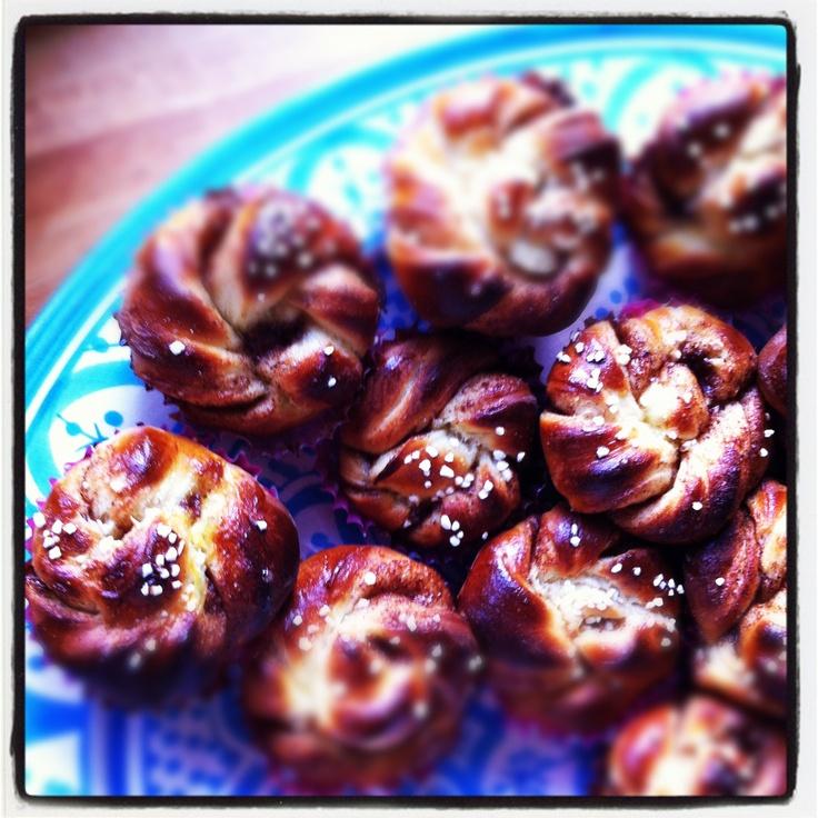 Hemgjorda vaniljbullar  med kardemumma, bakade på havremjölk