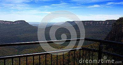 A lookout point over the beautiful blue mountains in New South Wales, Australia