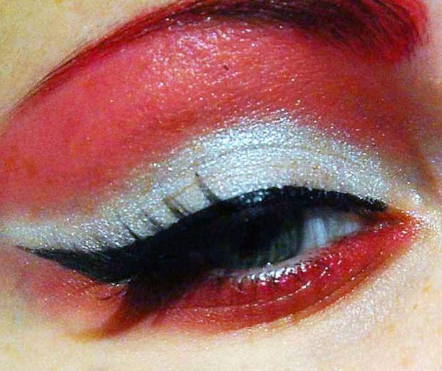 red silver eyeshadwo, cat eye black eyeliner #PCCanadaday