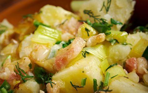 Ceea ce noi numim salata bavareza este cunoscuta si ca salata nemteasca. Aceasta varianta de reteta este din sudul Germaniei, unde este gatita fara maioneza