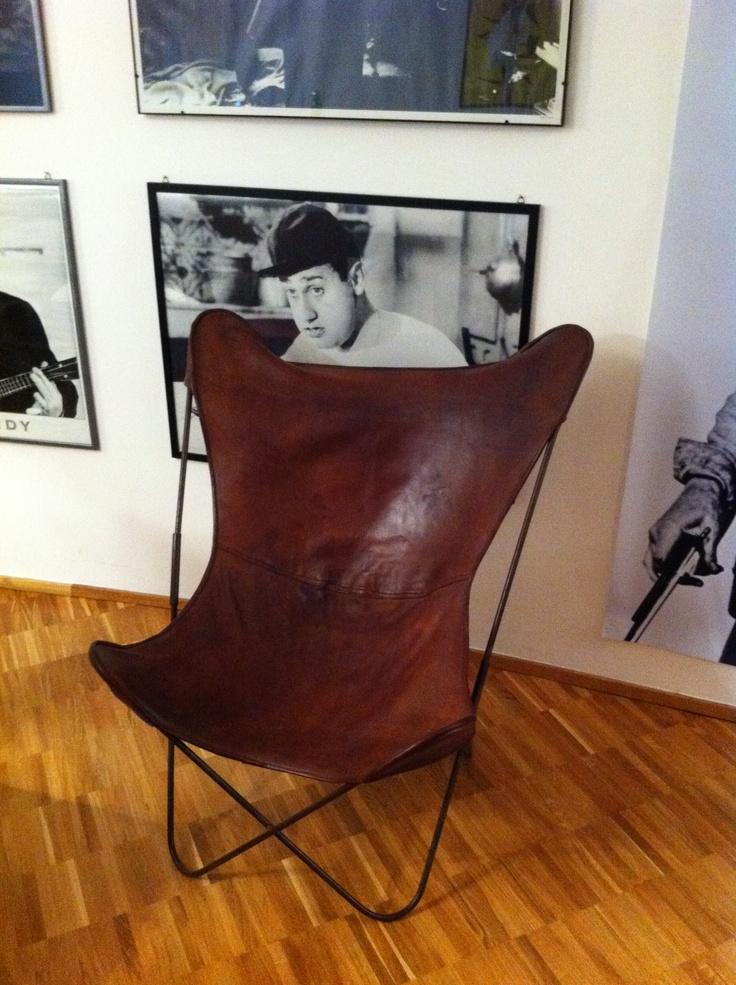 Classica sedia in pelle umana