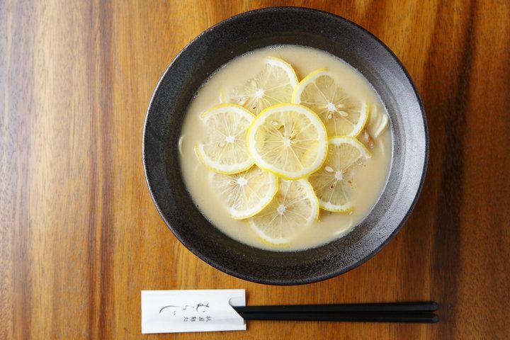 女性店主が作る、美しい一杯。京都・祇園の隠れ家的ラーメン店「祇園麺処むらじ」2017