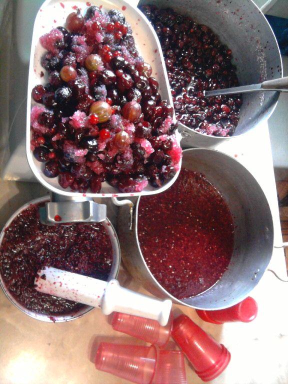 Вишню с др.ягодами перекрутить на мясорубку.И заморозить в стаканчиках (сахар по-вкусу).