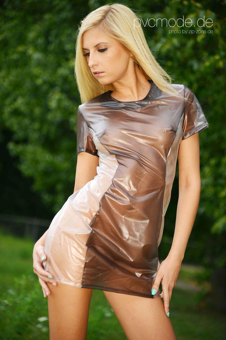 было девушки в прозрачных латексных платьях нее елка будет